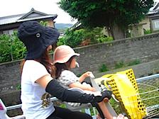 慶子と百花が自転車.JPG