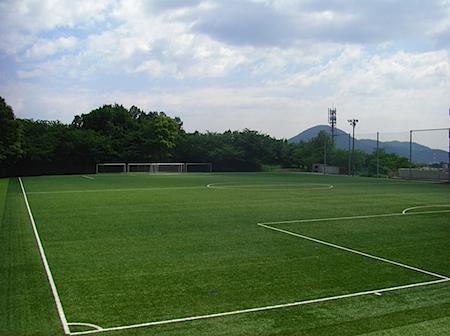徳山大学の人口芝のグラウンド.JPG