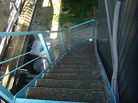大川アパートの階段.JPG