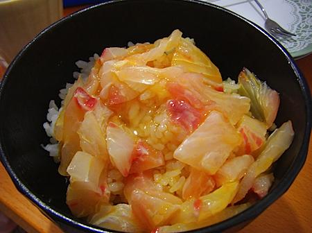 卵かけご飯で朝ご飯 愛媛宇和島の鯛めし.JPG