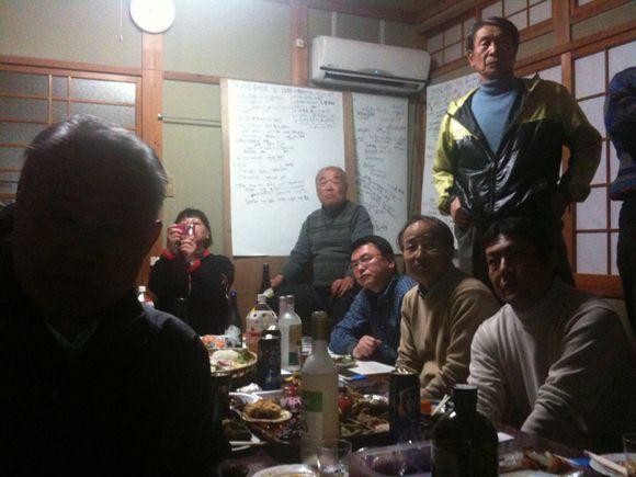 元小松屋旅館 和田のげんきや和の例会で熱く議論中