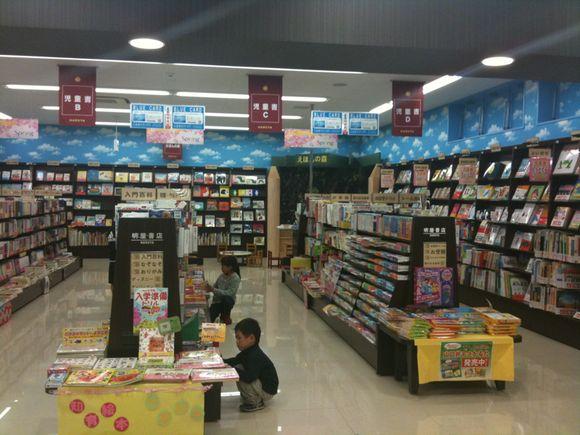 山口市のMEGA HARUYAは子ども本が充実しています。
