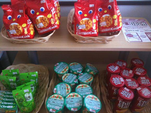 なぎさ水族館にミニ売店コーナーできました。お菓子やストラップもあるよ。