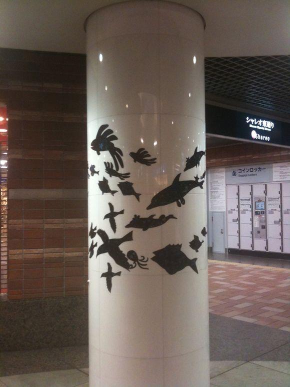 シャレオの壁や柱に装飾されていたお魚たち。