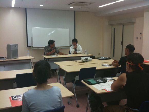 島スクエアで元気村村長の米沢さんと、ちどりグループ代表の山崎さんが講演中です。