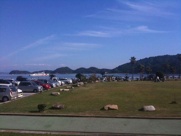 伊保田港にフェリー入港です。