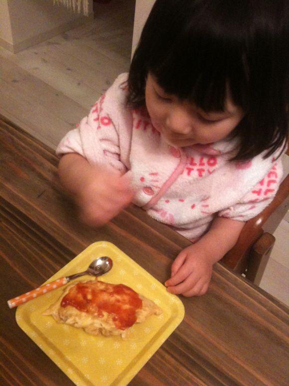 今日は久賀小学校の学習発表会。パパとして初めてのお弁当はオムライス。