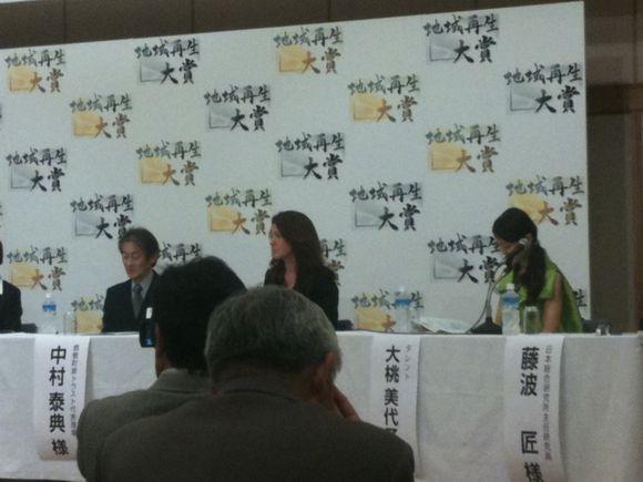 大桃美代子さんも壇上に上がりパネルディスカッションです。