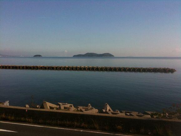 前島を望む我が家の朝