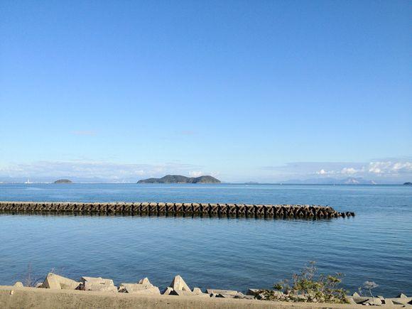 心地よい師走晴れ。この海の向こうは広島。