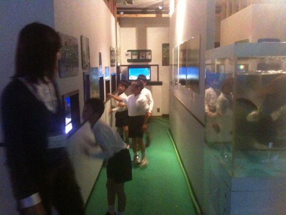 久賀小学校三年生の社会見学です。