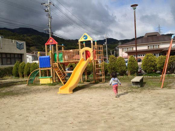 防災公園隣の児童公園で遊んだ後は、じいちゃんの自転車熱血指導!