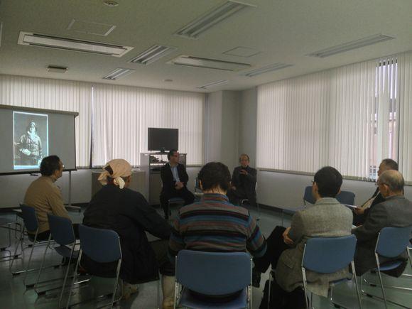 陸奥記念館40周年イベントで池田龍雄氏のアーティストトーク開催中