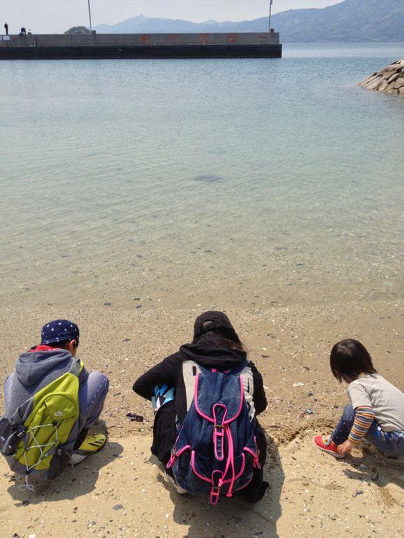 スナメリは見られなかったけれど、前島を歩き巡り最後は浜遊び。