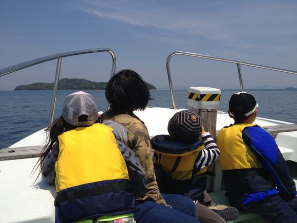 久賀港から渡船で前島へ冒険