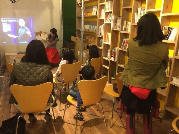 親子キャリアラボで伝記読み聞かせと小学生のプレゼンテーションクラス。プレゼンテーションはプレゼント交換で心を動かすこと!