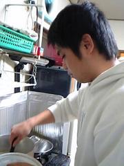 鬼崎大輔料理中onizaki_daisuke_cooking.jpg